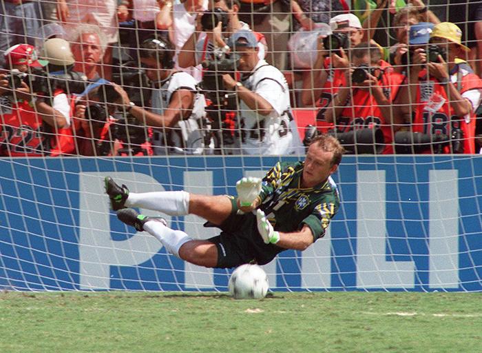 8b8d8ee2db6 The 10 best goalkeepers of the 90s: Schmeichel, Seaman, Taffarel ...