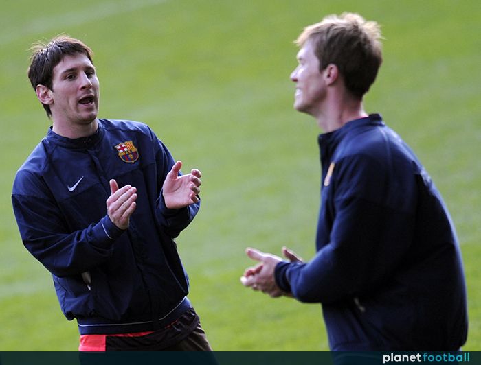 7e35ae6c2 Barcelona s Argentinean forward Lionel Messi (L) jokes with Belarussian  midfielder Aleksandr Hleb (R) during a training session at the Stanford  Bridge in ...
