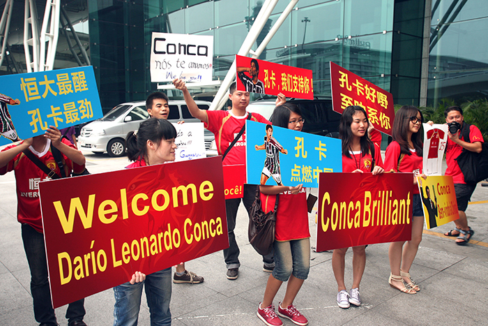 Dario Conca Guangzhou Evergrande fans - PlanetFootball