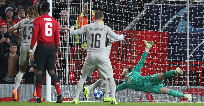 b9bd38f76 Watch  David de Gea makes incredible save to help send Man Utd through -  Planet Football