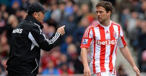 Stoke City manager Tony Pulis speaks to Michael Owen