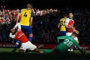 Arsenal's Alexandre Lacazette (L) reacts after missing a shot on goal against Southampton