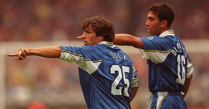 Gianfranco Zola (L) and Roberto Di Matteo (R) Chelsea