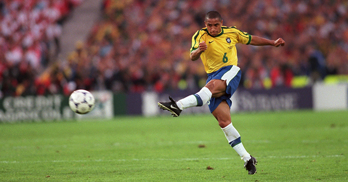 Roberto Carlos scores free-kick for Brazil vs France