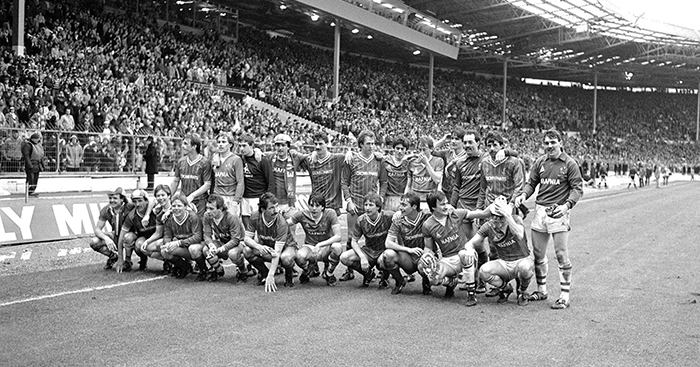Everton and Liverpool players pose together amicably after the Milk Cup Final