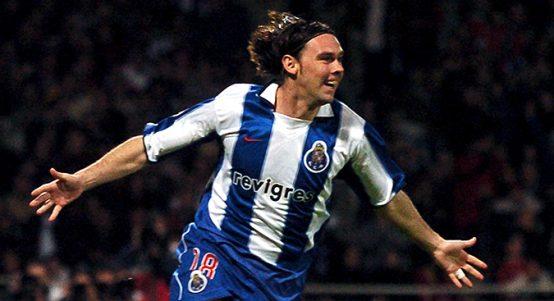 Maniche celebrates scoring for Porto