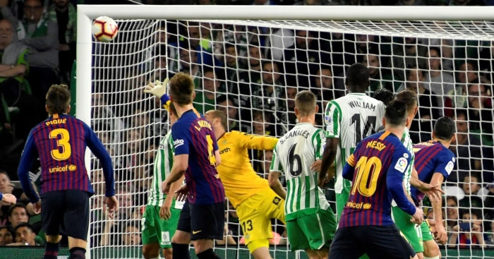 Lionel-Messi-free-kick-Real-Betis