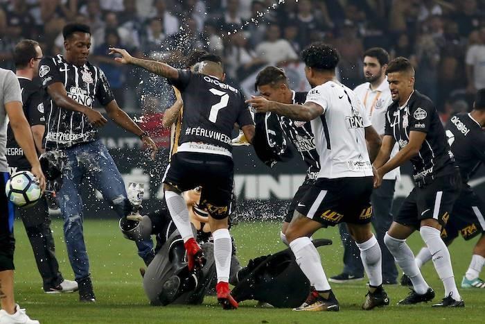 Corinthians mascotMosqueteiro in brawl