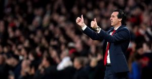 Arsenal manager Unai Emery gives a thumbs up on the touchline