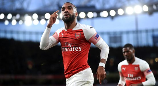 Alexandre Lacazette celebrates goal against Valencia