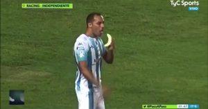 Marcelo Diaz eats banana