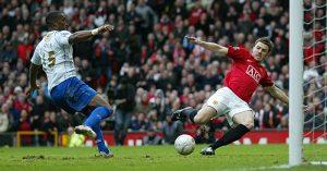 Sylvain Distin goalline clearance