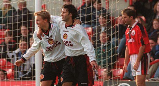 Erik Nevland celebrates Manchester United goal