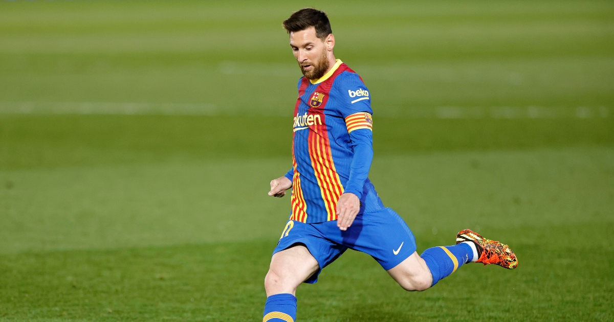 Watch: Messi almost scores looping effort straight from corner in El Clasico - Planet Football