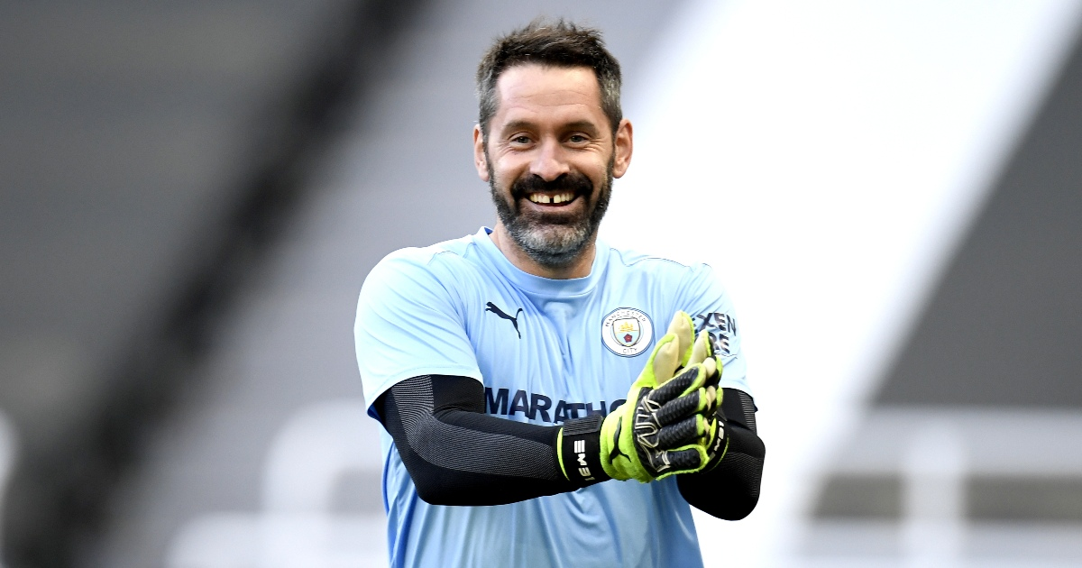 Watch: Scott Carson receives guard of honour on his Man City debut - Planet Football
