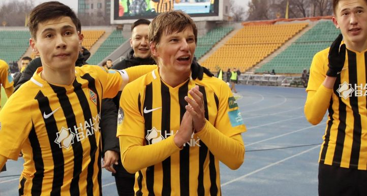 Andrey Arshavin greets FC Kairat fans after his final game. November 2018