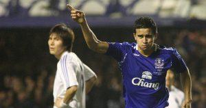 Everton's Tim Cahill scores goal.