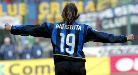 Gabriel Batistuta celebrates scoring a goal for Inter Milan. San Siro, 2003.