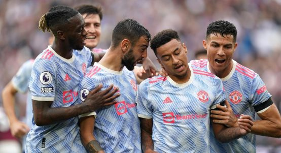 Manchester United players celebrate after Jesse Lingard's late winner against West Ham.