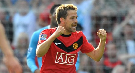 Manchester United's Michael Owen celebrates after scoring a late winner against Manchester City,