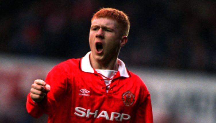 Paul Scholes playing for Manchester United.