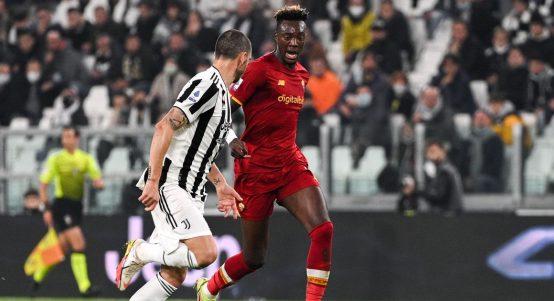 Roma's Tammy Abraham takes on Juventus' Leonardo Bonucci. October 2021.