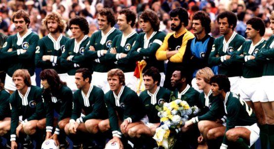 New York Cosmos team with Pele and Franz Beckenbauer. October 1977.